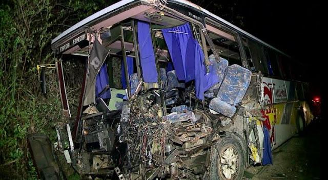 Acidente com ônibus deixa três mortos e 11 feridos na Serra das Russas