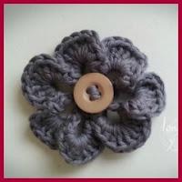 Flor con botón a crochet