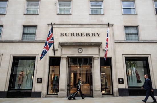 """Burberry quemó 32 millones de euros en productos para """"proteger su marca"""""""