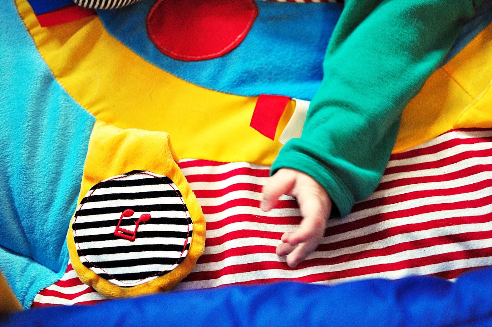 edukacyjne-zabawki-dla-niemowlaka