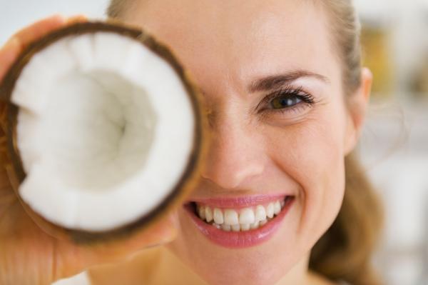 Manfaat Air Kelapa Untuk Tubuh Dan Kecantikan Wajah