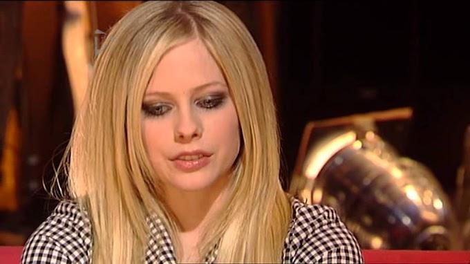 Avril Lavigne en una de las entrevistas más incomodas de su carrera