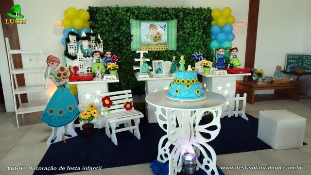 Decoração mesa de festa provençal simples para aniversário infantil Frozen Febre Congelante com muro inglês