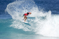 44 Ian Gouveia Billabong Pipe Masters foto WSL Damien Poullenot