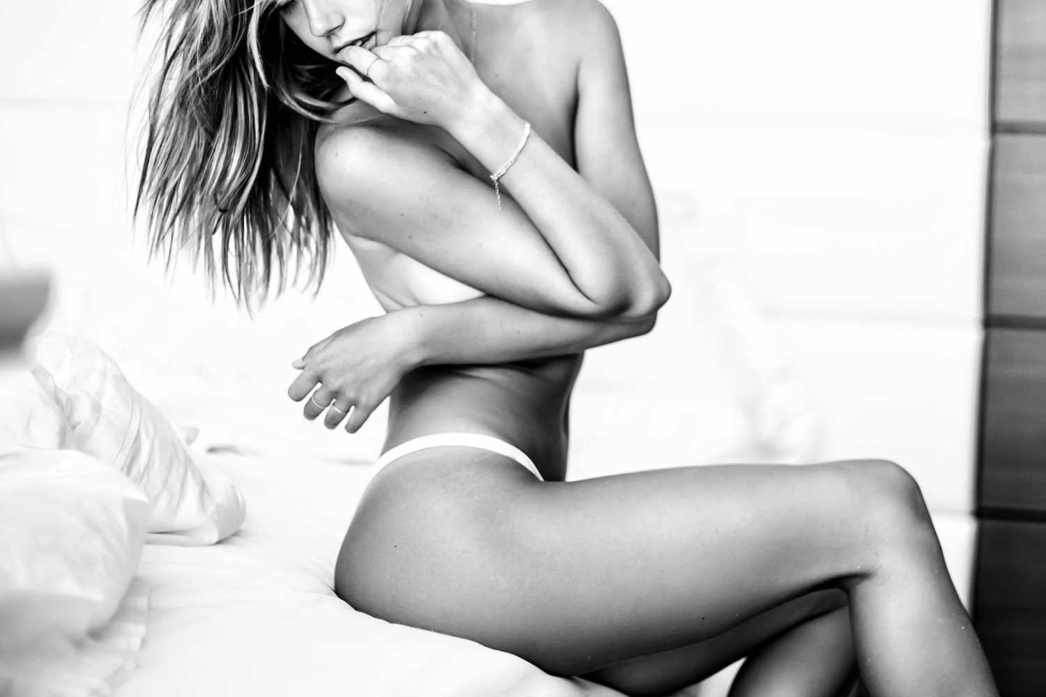 Alexis Ren goes topless for new photoshoot