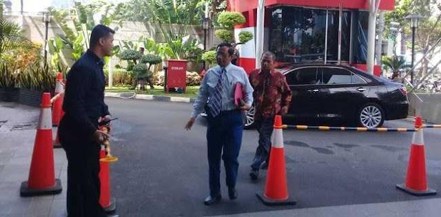 Sambangi Gedung KPK, Mahfud MD: Mau Minum Kopi