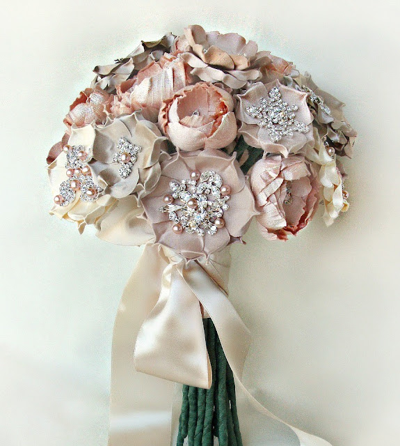 Flower Bouquet Pictures For Weddings: Lamb & Blonde: Wedding Wednesday: Brooch Bouquets