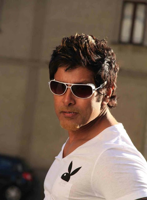 New Cenima: Chiyaan_Vikram_New_Photo_Shoot_For_Rajapattai ...