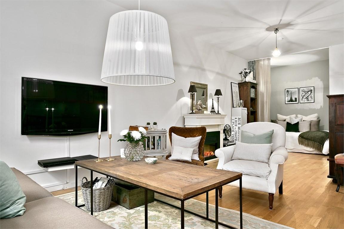 Lovely deco un petit appartement avec alcove for Decoration petit appartement