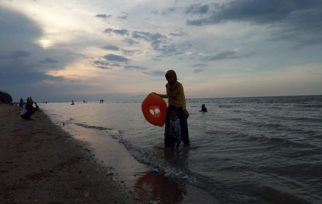 berlibur ke Pantai Caruban Lasem