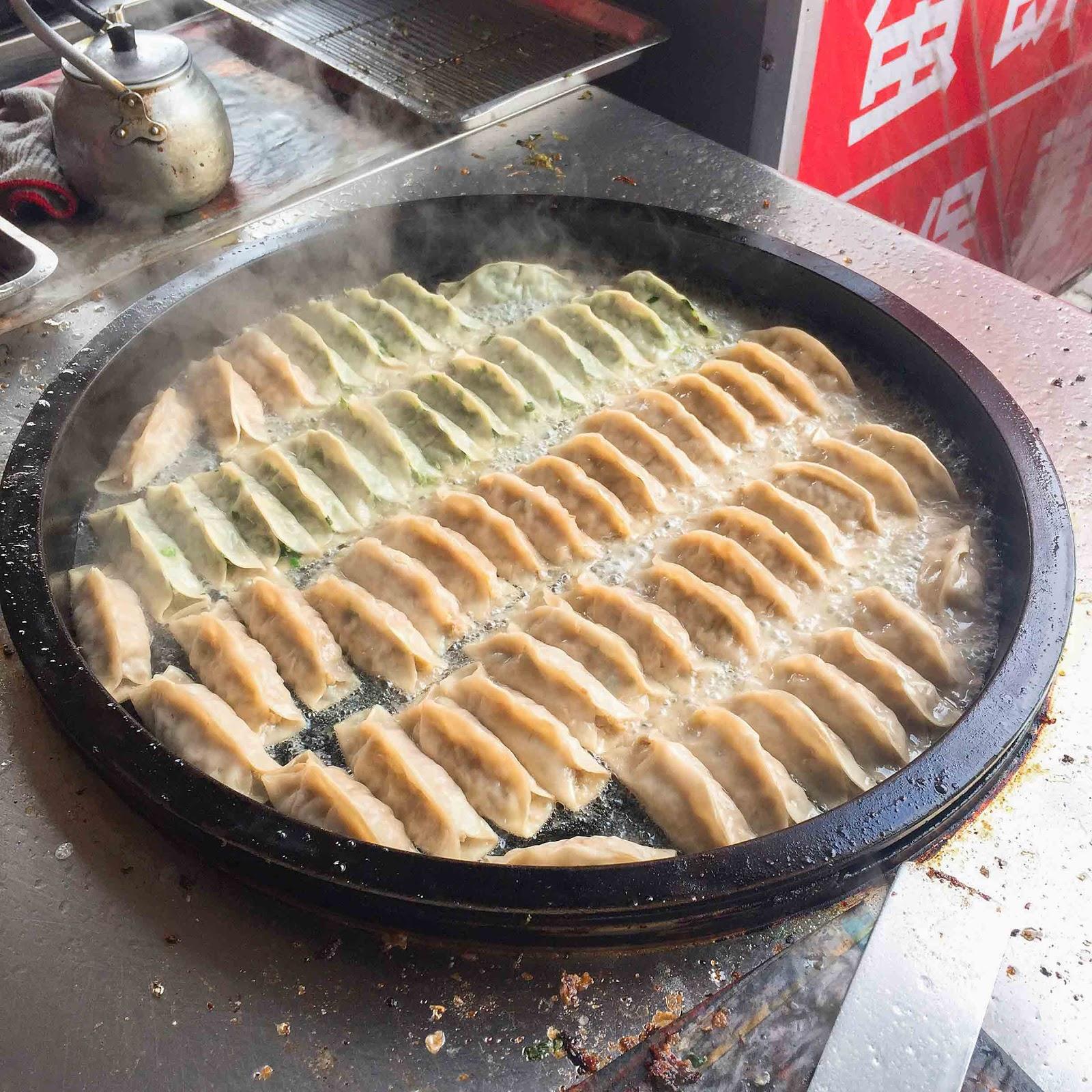【台南】南區 ★ 金鍋貼 - 40年老店,飽滿多汁的鍋貼,尖峰時段必排隊