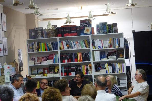 Fotografía de la presentación de El crimen de la calle de Fuencarral  en la librería gijonesa La buena letra