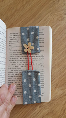 DIY self-adjusting fabric bookmarks