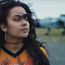 "Bibi Bourelly, cantora de 20 anos que compôs ""Bitch Better Have My Money"", lança seu single de estreia: ouça ""Ego"""