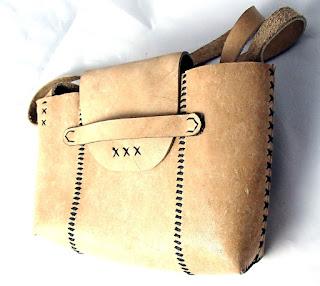 Vue latérale sac en cuir pocahontas