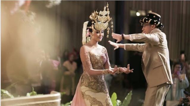 5 Desainer Kebaya Indonesia yang Bisa Sempurnakan Hari Pernikahanmu