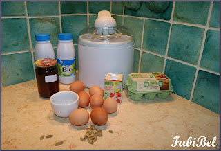 Les ingrédients de la crème glacée au miel et à la cardamome