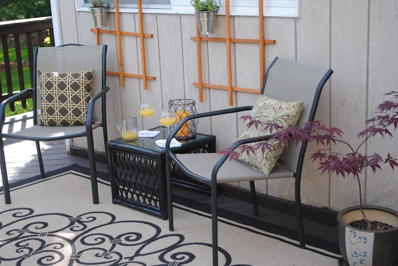 Outdoor seating area on the back deck