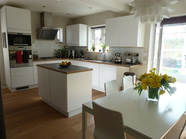 Make your Kitchen Spacious with Small Kitchen Tables Make your Kitchen Spacious with Small Kitchen Tables 8