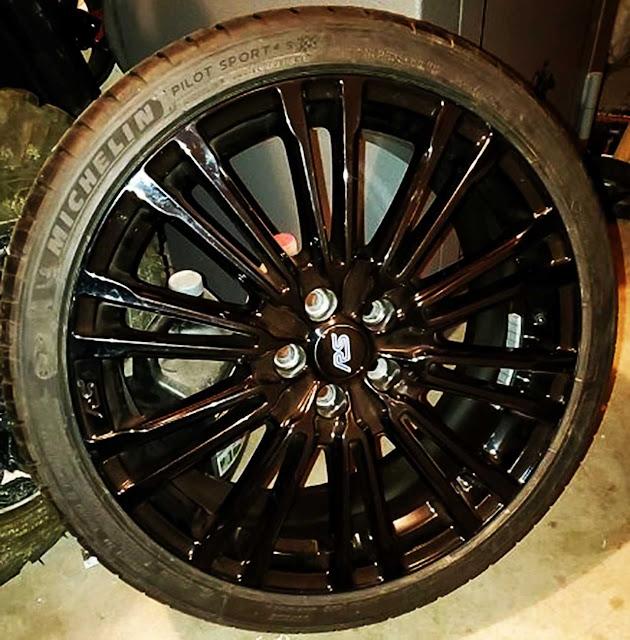 michelin-pilot-sport-4s-tire-in-black-rim