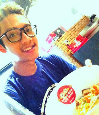Blogger Eksis makan bakso