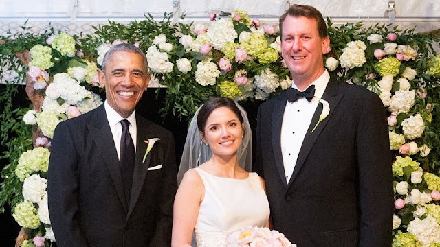 Photo of US President Barack Obama as a groomsman in one of his staffer's weddings last weekend goes viral