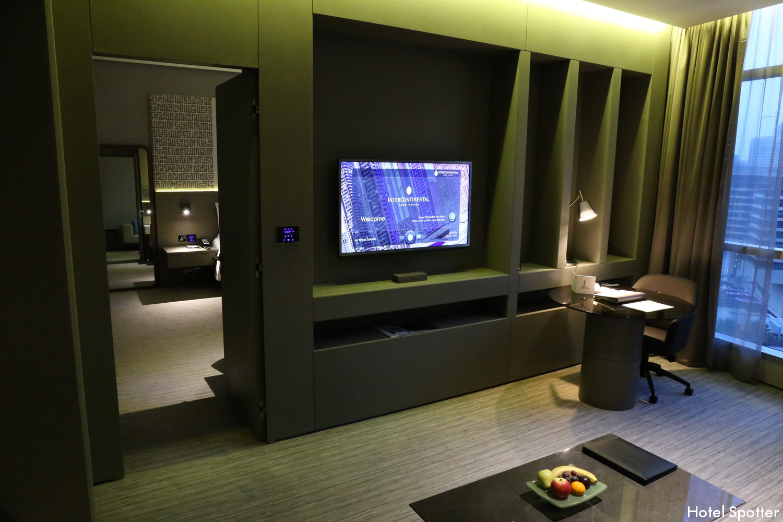 InterContinental Dubai Marina - recenzja hotelu - pokoj dzienny