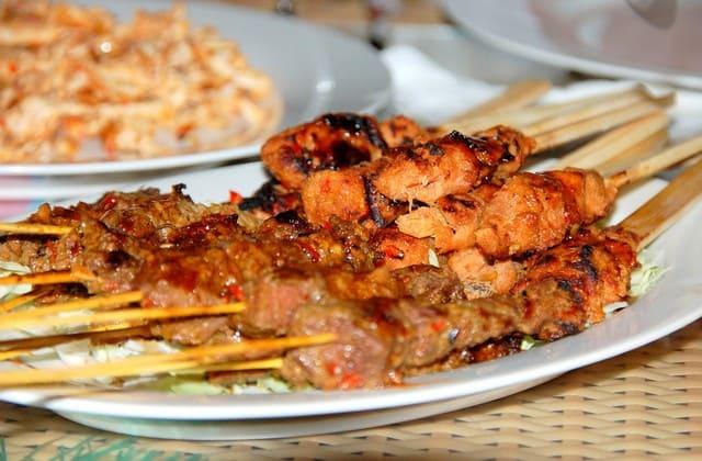 Kuliner terkenal Bantul, Tongseng dan Sate Sor Talok yang artinya warung tongseng dan sate kambing dibawah pohon talok