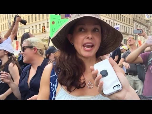 Ashley Judd's Storytelling of A Trump Fan Who Scared Her
