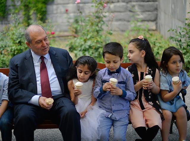 Jardín presidencial armenio abierto para los niños el 1 de septiembre