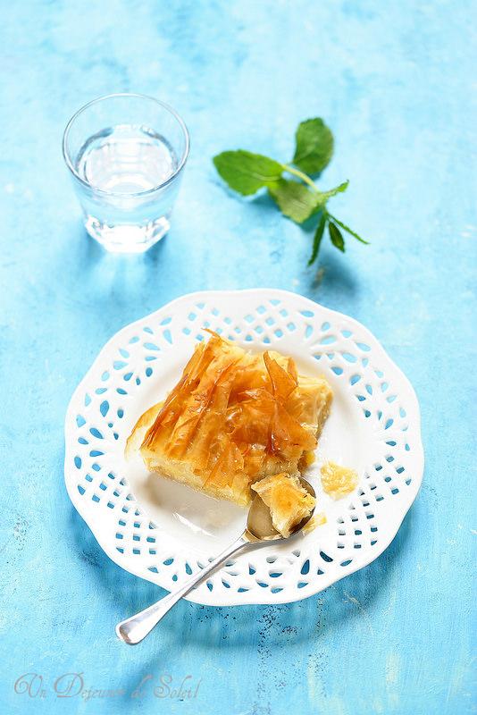 Gâteau grec à la pâte phyllo et crème pâtissière : galaktoboureko