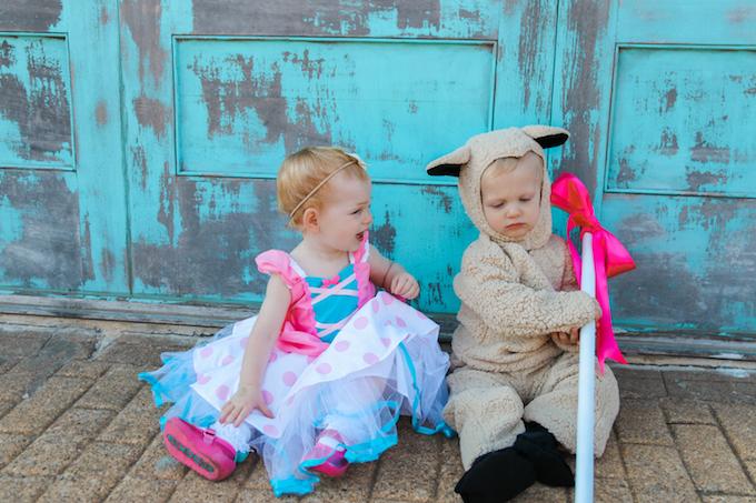 kids halloween costume, twin costume, twin halloween costume, little bo peep, little bo peep costume, sheep costume, kids sheep costume, kdis halloween costumes, twin blog, twin parenting, boy girl twins, halloween, halloween costumes, baby halloween costume, baby costume