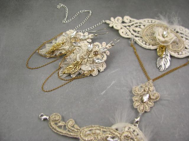 Koronkowy komplet ślubny z piórkami.