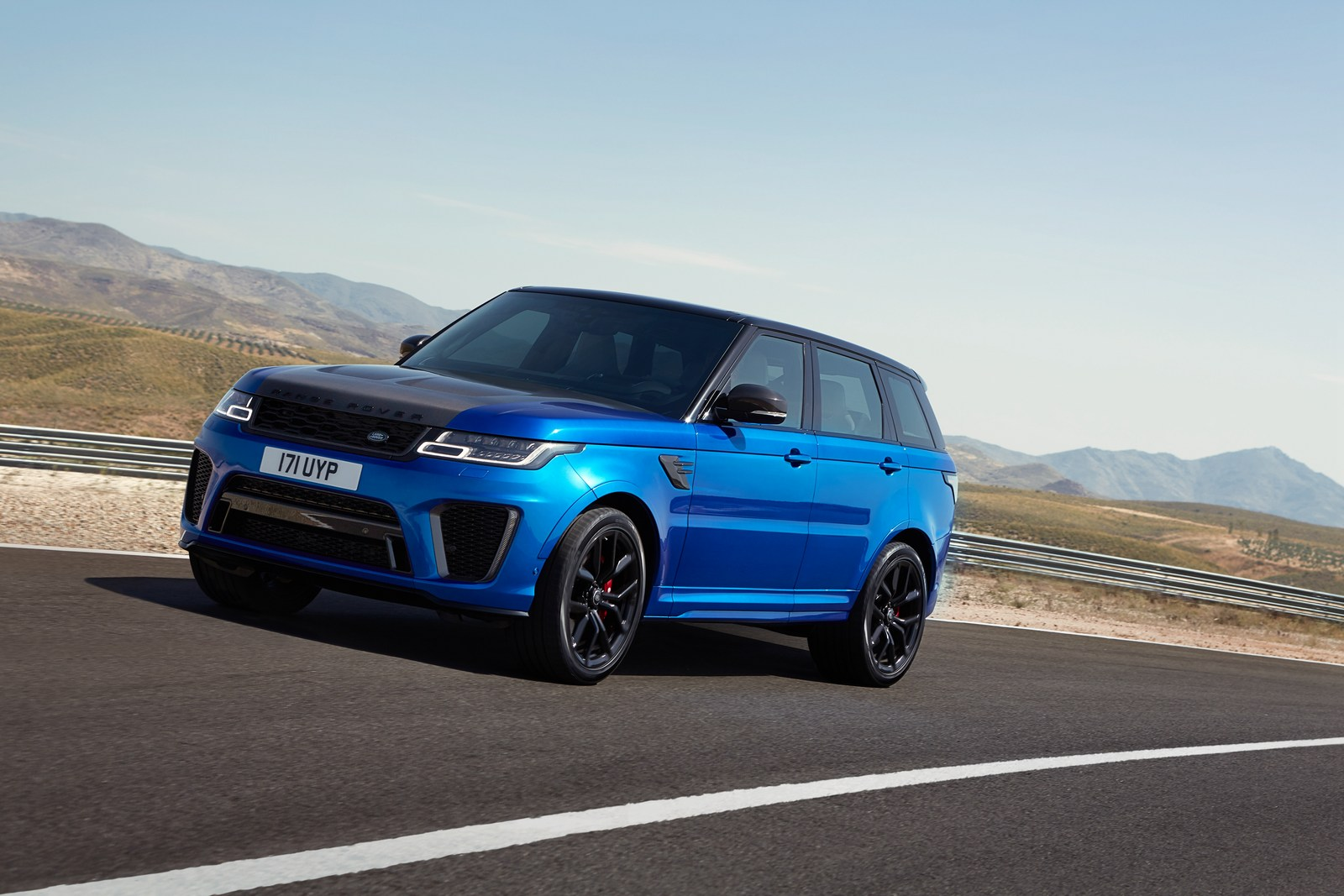2018 range rover sport svr facelift looks ready to rumble carscoops. Black Bedroom Furniture Sets. Home Design Ideas