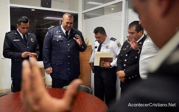 """""""Policía Celestial"""" no usa armas y predica el evangelio"""