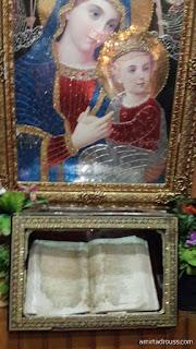 صورة للكتاب المقدس بداخل الكنيسة