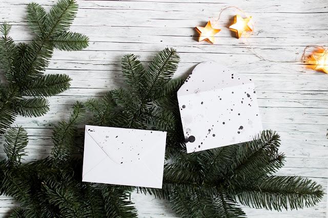 Weihnachtsgeschenkpapier schwarz-weiß