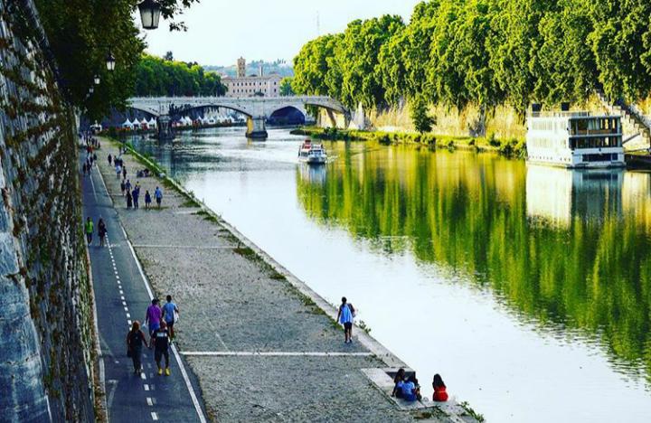 İtalya'nın Roma şehrini bölen nehir