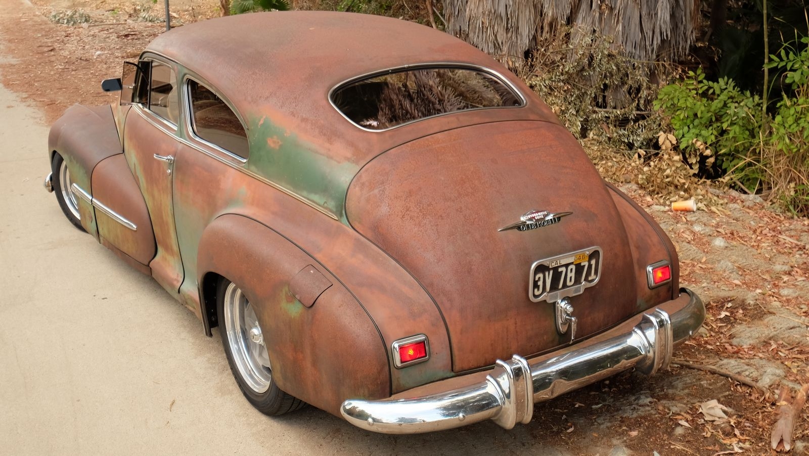 How Much Does A Car Weigh >> ICON's Derelict Oldsmobile Perfectly Combines Old And New   carscoops.com