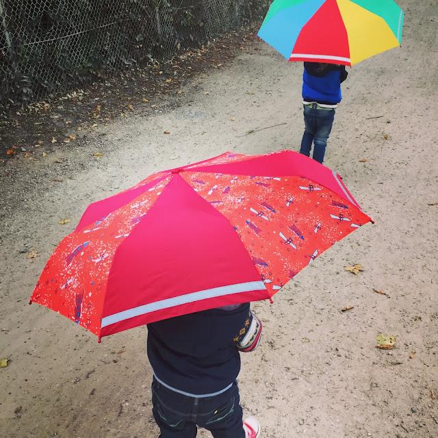 Kugelfisch-Blog: Kleinkinder mit Regenschirm
