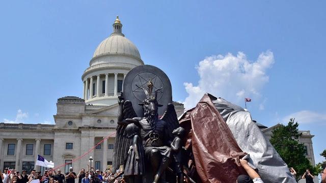 Άγαλμα του Σατανά σε κυβερνητικό κτίριο στο Αρκάνσας