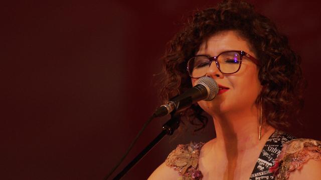 Canal Brasil exibe o show ''Todo Caminho É Sorte ao Vivo'' de Roberta Campos na Faixa Musical