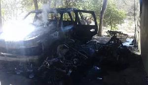 """Sicarios con fusiles de alto poder preguntaron por """"El Sheriff' o """"El Toro"""" y luego quemaron mas de 30 casas"""