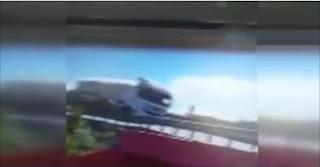 شاهد  بالفيديو  لحظة وقوع حادث شاحنة مرعب بتركيا
