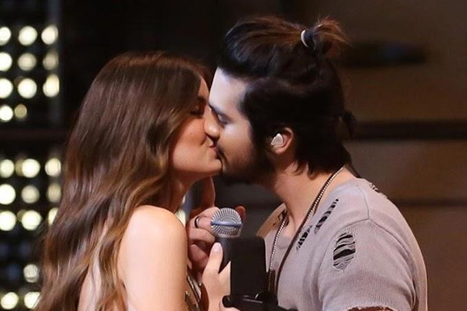 Luan Santana será padrinho de casamento de Camila Queiroz e Klebber Toledo