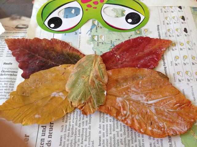 Blätter Pressen schaeresteipapier aus herbstblättern masken und teller selber