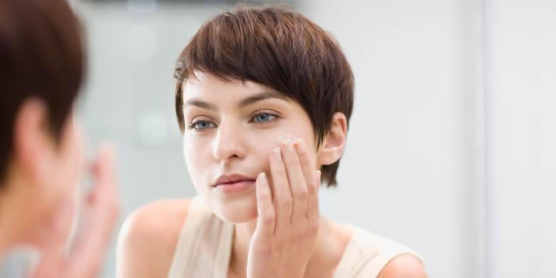 為什麼保養都做足了,肌膚還是一樣糟呢?睡前保養禁忌大公開!