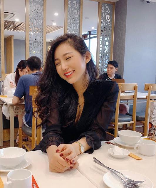 Thành viên mới của hội girl xinh Việt lên báo nước ngoài: Cười siêu đẹp, body siêu hot
