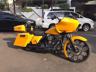 Roadglide custom 2012 NP .. miles 10rb .. full accecories ..