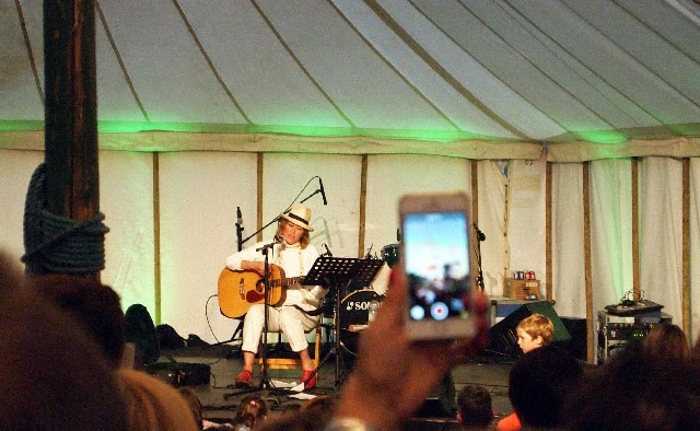 Cerys Matthews sing along at The Good Life Experience